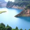 奥四万湖、四万川の青の絶景!川遊びや温泉も【群馬・中之条町】
