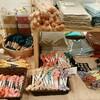 草花の命をいただく。~「津軽のこぎんと刺し子展」草木染の糸や布たち。