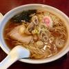 【今週のラーメン1379】 品香亭 (東京・田町) ラーメン+半ライス(無料サービス)