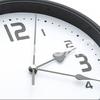 【インテリア】リビングに飾るオシャレなモノトーン時計を紹介!