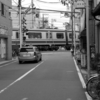 【今日の1枚】線路と商店街が密接しているのは下町って事かな