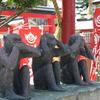 小松の本折日吉神社には変わった狛犬もいれば猿の像もいる