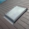 天窓(トップライト)からの雨漏りは、カバー工法による屋根重ね葺き工事では直すことはできません