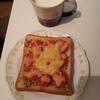 『ハニトマチーズトースト』を作る。ミニトマトを半分に切ればいいだけなので簡単(料理第11弾)