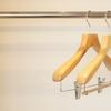 ハンガーは軽いアルミ製がおすすめ。クローゼット中身は意外に重たい。