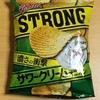湖池屋 ポテトチップス STRONG サワークリームオニオン を食べてみた