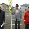 8日、福島市内の浪江町向け仮設と復興住宅を馬場町議とともに宣伝。今村復興大臣は柘植は政府の本音と批判。どこでも頑張れの声援が