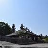 東大寺 法華堂/西の正堂は天平時代。東の礼堂は鎌倉時代。合体して一つ屋根の下にいる。重源、してやったり。