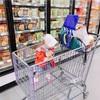 アメリカのスーパーではカートに子供を乗せるのは日常茶飯事!