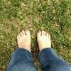 ミニマリストにも最適【アーシング健康法】芝生で実践&本で研究中です。