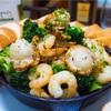 【レシピ】クレイジーソルトで簡単!エビとホタテのアヒージョ!