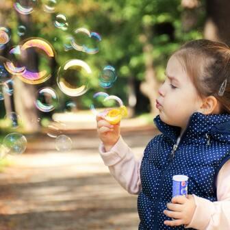 シャンプーの泡立ちと洗浄力の話。洗浄の強さを見極めるには泡の状態を判断材料とするのが、ある程度役立ちます。