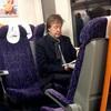 ひとりで電車に乗り、過去のヒット曲をやり続けるポール・マッカートニー セットリストの選曲について語る