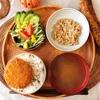 朝食ワンプレート、もずくのみそ汁、肉じゃがコロッケ、サラダ、小粒納豆