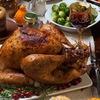 イギリスのクリスマスでは,七面鳥がなくてはならないメインディッシュとなっているようです.七面鳥がイギリスにもたらされたのは1520年代.17世紀にはマーケットに広く登場.しかしビクトリア朝の時代でも,最も人気のあるクリスマスの焼き物というわけではありませんでした.よりポピュラーになったのは,チャールズ・ディケンズの好みのおかげ.七面鳥が鵞鳥を凌駕したのは第二次大戦後でした.+Top 10 British Christmas Foods クリスマスと七面鳥3