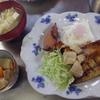 幸運な病のレシピ( 972 )朝:鳥の煮付け(あく抜き後のモモ)、塩サバ、味噌汁
