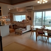 お家でカフェのようなレイアウト!心地よいリビングにはこもり感が重要です