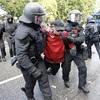 独でG20抗議デモが暴徒化、警官160人負傷