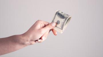 いま支払うお金は誰を支えているのだろう。 「いつもの買い物」で社会は変えられる。