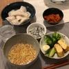麺王、水餃子、緑の野菜と卵焼き、氷頭なます、キムチ
