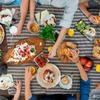 人間は友人や家族で食事する時、大食いになる生き物?イギリス・臨床栄養研究
