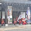 大雨の中、赤備鉄砲隊