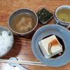 豆腐と味噌汁とオクラめかぶ