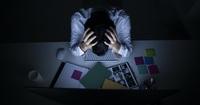 """「働きすぎ」が脳機能を低下させている。""""疲れているのに眠れない"""" 人がいますぐ生活を見直すべき理由"""