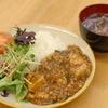 原木椎茸とほうれん草の赤出汁麻婆豆腐