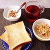 トースト、フルーツグラノーラ、ヨーグルト、紅茶。