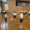 4年生:体育 ボールをたたいてつなげるゲーム