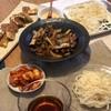 半田麺、ナスとツナの味噌炒め、納豆めかぶお好み焼きみたいなの、キムチ