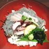 淡路島でとびきり新鮮な生しらすとサワラ丼を堪能!あわぢ阿呍(予約制)【淡路島】