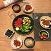 ミートソースごはん、切り干しの味噌汁、トマトとブロッコリー、ズッキーニの醤油おかか炒め、ホタルイカの醤油漬け[おとな)