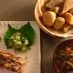 ・生姜風味焼き鮭に青紫蘇とスマック入り大根おろし、里芋と蒟蒻と大根の煮物、ケールと玉ねぎと人参と生姜をじっくり煮込んだ油揚げの味噌汁
