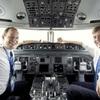 オランダ国王、「気付かれず」KLM副操縦士に