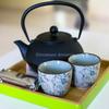鉄瓶でまろやかなお茶を楽しむ.