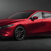 "MAZDA3商品改良モデルが正式発表、走りや安全装備の進化に""WCDOTY受賞記念車""も登場。"