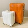 ワードローブは2つのスーツケースに