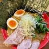 「吉祥寺 武蔵家」で、味が濃いめの家系ラーメンをライスと一緒にがっついてきました!(紙エプロン有り)