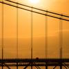 朝日輝く瀬戸大橋を行くマリンライナー