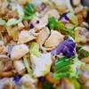 鶏肉とキャベツ、紫カリフラワーピーナッツ和え