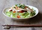 野菜たっぷりピリ辛の蒸し鶏丼