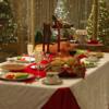 """アメリカ人と七面鳥  """"七面鳥はアメリカ人のHolidaysに欠かせない一品""""ですが,クリスマスに必須なわけではありません.クリスマスの他,感謝祭(Thanksgiving day)やイースターでも食べられています.特に感謝祭では欠かせない一品.クリスマスのメインディッシュとしては,ハムを選択する場合も多いとのこと.七面鳥がHolidaysに食べられるようになったのは,それほど昔のことではなく,ディケンズのクリスマスキャロル(1843年)やヘイルのノースウッド (1827)以降.クリスマスと七面鳥2"""