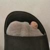 サラリーマンがこんな穴の空いた靴下を履いてて良いのか?