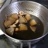 幸運な病のレシピ( 1986 )朝:コウイカと大根の煮付け、味噌汁、マユのご飯
