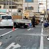 歩道にトラック乗り上げ女性死亡、1歳次男けが 埼玉