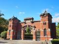 明治五大監獄の一つ,金沢監獄:裏に住んでいた五木寛之氏が記した正門と監視塔は,いま