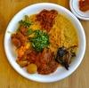 東新宿の「ディデアン」でスリランカカレーセット(チキン、茄子、ダル、にんじん、インゲン、魚のコロッケ、大根、ケール)。