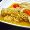 豊洲の「米花」で鶏ひき肉と魚介とパプリカの洋風炒め煮、茄子味噌の山椒風味。